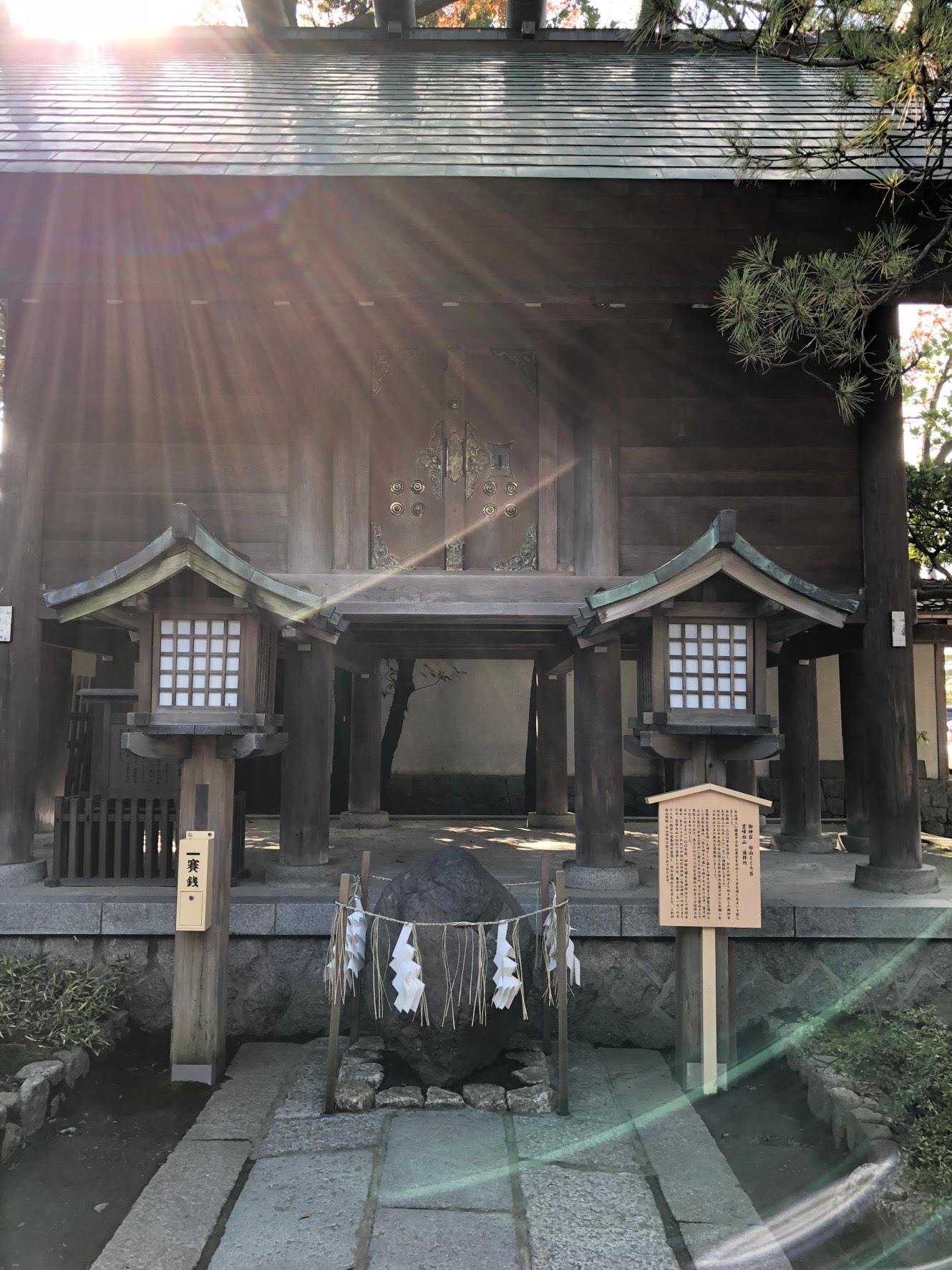 白山神社御神石白山くくり石